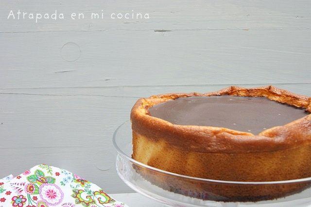 TARTA DE QUESO CON COBERTURA DE CHOCOLATE - Atrapada en mi cocina