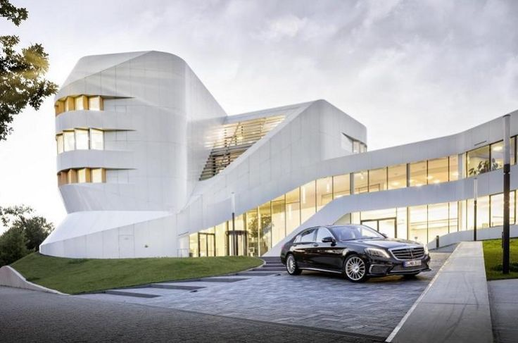 The S 65 AMG combines sensual clarity with expressive elements typical of AMG.