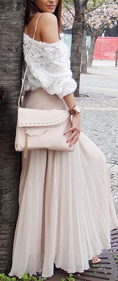 Love the top with the skirt, such a cute outfit