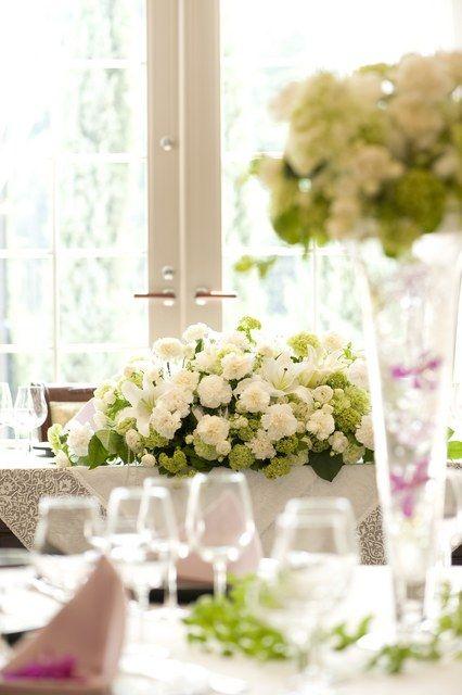 グリーンキャメロット リバーサイド|結婚式場写真「披露宴当日のテーブルコーディネイトを見学可能。装花やクロスなどのレイアウトを見るとふたりのイメージはもっとふくらむはず!」 【みんなのウェディング】