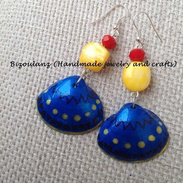 Seashell earrings.  #seashell #earrings #handmade #handmadejewelry #jewelry #handmadeearrings #blue #boho #tribal #shell #crystal #upcycled #ecofriendly #χειροποίητο #κόσμημα #σκουλαρίκια #bizoulanz