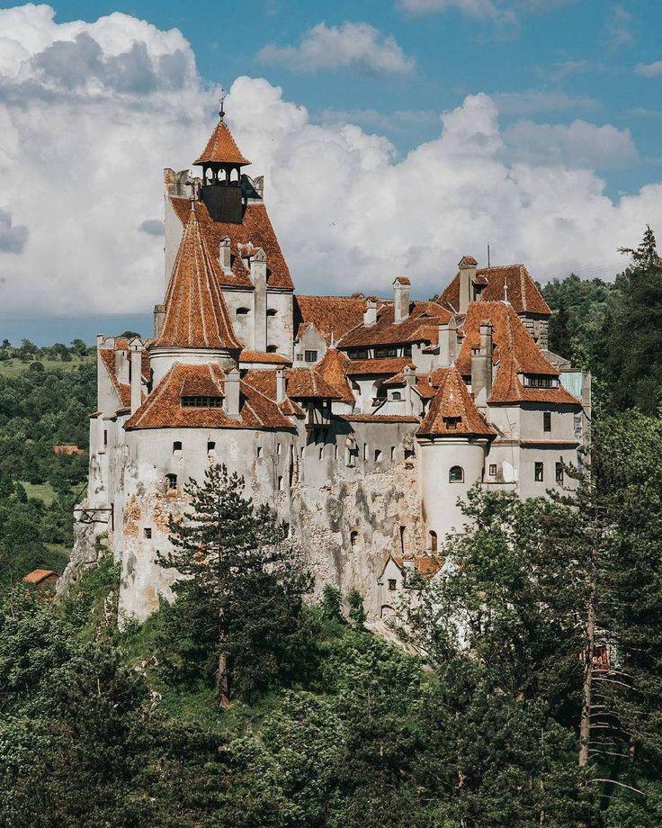bring you to Bran Romania .  Photo by @pontosanpele . Tag us or use #travelshotba in your images . Follow:  @travelshot.ba @travelshot.eu . . . . . . . . . . #vscoromania#ig_bucharest #ig_bucuresti#ig_romania #igersbucharest #romania#bucharest#romanian #romaniamagica #visitromania #romaniafrumoasa #romaniapitoreasca #transylvania #enjoybucharest #romaniangirl