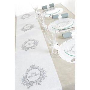 """Tafellopers wit """"Just Married"""" zijn te koop via onze webshop http://www.instyledecoraties.nl/bruiloft/justmarried-decoraties.html"""