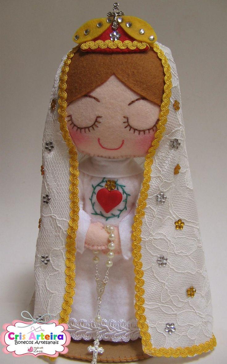 Nossa Senhora de Fátima, confeccionada em feltro.