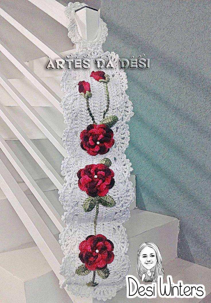 Artes da Desi: Porta Papel Higiênico com aplicação de rosas de crochê - http://www.artesdadesi.com/2015/08/porta-papel-higienico-com-aplicacao-de.html