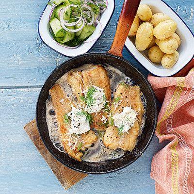 Bild på Smörstekt torsk med syrlig gurksallad och pepparrotssås