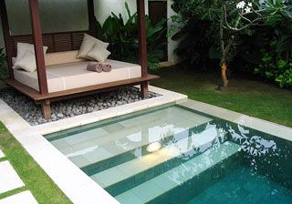 beautiful idea for a small dipping pool and pergola lounger - Balinese pool