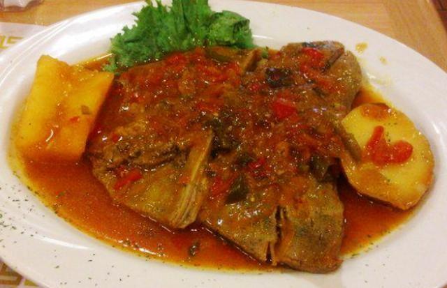 Sobrebarriga en Salsa Criolla, plato del interior que se ha convertido en una de las comidas típicas colombianas más preparadas en los restaurantes y en las casas para ocasiones especiales.