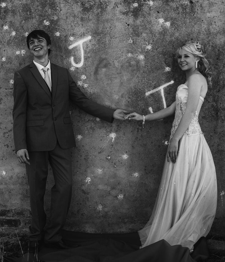 Matric farewell balck and white photo ideas to be taken before the farewell, couple shoot