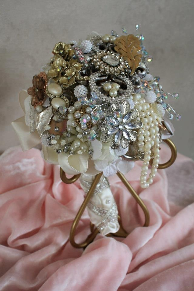 wedding bouquet holder 545 best images about brooch bouquets on 8458