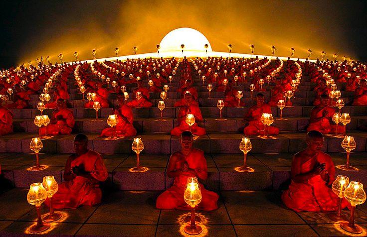 El budismo, más que una religión, es una filosofía de vida; así que no importa la religión que sigas, pues las enseñanzas del budismo aplican para todos.