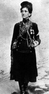 Josefa del Carmen Herrera, cantinera chilena del 4° de Línea durante la Guerra del Pacífico. En su traje luce las condecoraciones recibidas por haber participado en acciones de guerra de este conflicto bélico. VIVANDIER JOSEFA DEL CARMEN HERRERA, OF THE 4th LINE REGIMENT...SHE PARTICIPATED IN SEVERAL WAR ACTIONS AND RECEIVED MEDALS OF HONOUR (THE PACIFIC WAR AGAINST PERÙ AND BOLIVIA 1879-1884)