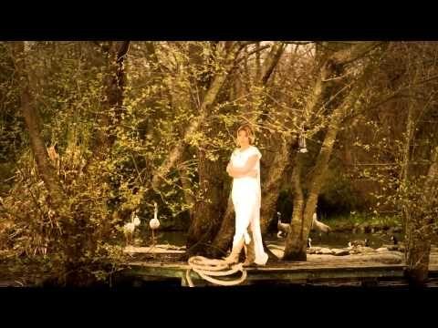 Gülben Ergen feat. Oğuzhan Koç - Aşkla Aynı Değil - Yeni Klip 2015 - YouTube