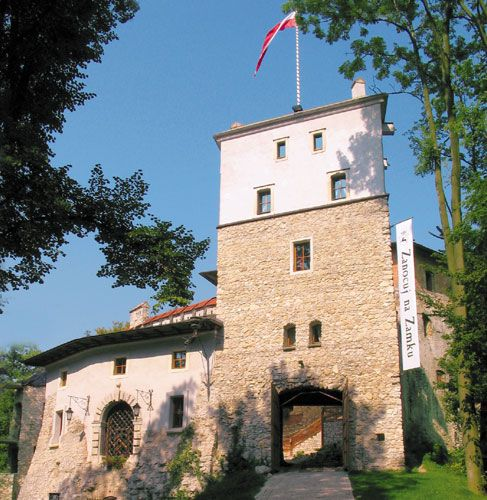 Zamek w Korzkwi/ Korzkiew Castle, 12 km, 14 min.   http://korzkiew.pl/