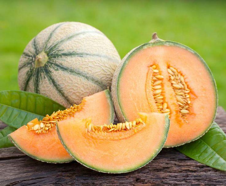 Il melone è un frutto che non può mancare sulle nostre tavole durante l'estate: aiuta la digestione, controlla la temperatura corporea e la pressione sanguigna.