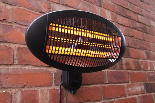 Wall mounted patio heater ideal for use above your garden furniture to enable you to enjoy your garden and patio all year round.This garden heater is 2000W and will heat up your garden area in minutes.