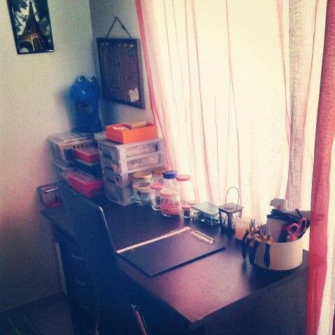 Our small workshop corner.  You can find us also on Facebook: 《 Faux and precious 》