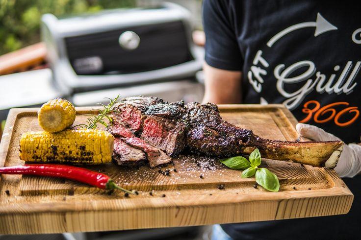 Stek Tomahawk Ribeye z grillowaną kukurydzą - Grill360 Michał Dobosz