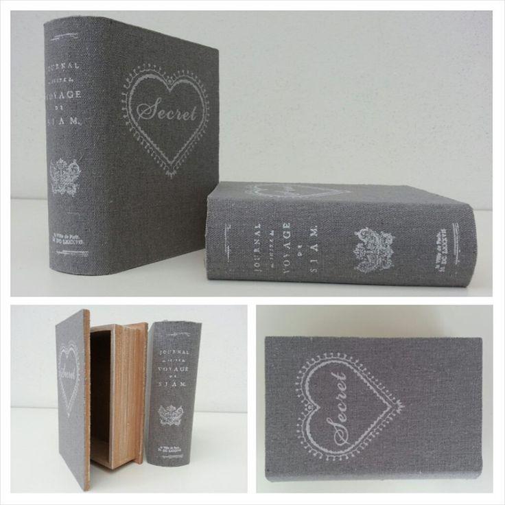 Opbergboekje gemaakt van hout en bekleed met bedrukt linnen.   Afm. 9 x 13 x 4 cm € 2,50 per stuk  www.facebook.com/stoeruhzaken.nl