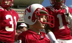 Der 7-jährige Jack Hoffman, der an einem Gehirntumor leidet, durfte vor 60.000 Fans einen Touchdown erzielen. Super Aktion!!!