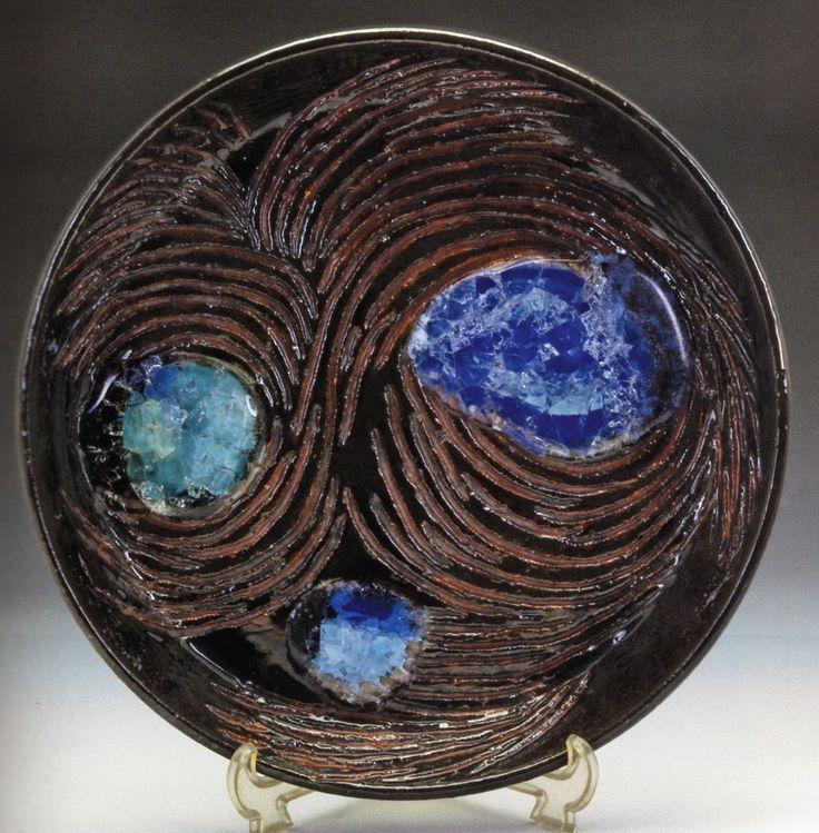 Füreya Koral, plate, gres,32 cm (Erdinç Bakla archive)