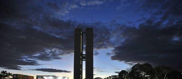 Segunda-feira terá umidade do ar entre 12% e 41% no DF - http://noticiasembrasilia.com.br/noticias-distrito-federal-cidade-brasilia/2015/08/23/segunda-feira-tera-umidade-do-ar-entre-12-e-41-no-df/