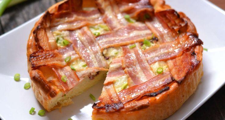 Tojásos, baconos reggeli pite recept: Szuper reggeli pite ötlet egy szombati vagy vasárnapi napra, amikor tudtok kicsit több időt szánni az előkészületekre. :) Előre elkészített pite, vagy pizzatésztával a legjobb megsütni.