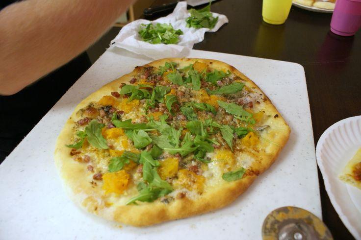 pizza con rucola, salsiccia e zucca...