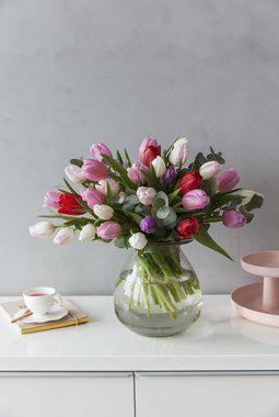 Fargerik tulipanbukett i Luster glassvase.