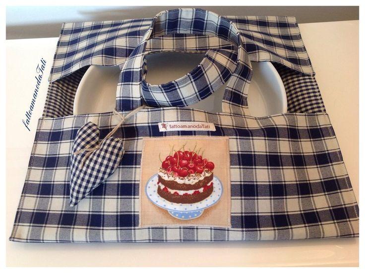 Porta torta in cotone a quadretti blu e beige con appliquè torta ciliegie, by fattoamanodaTati, 20,00€ su misshobby.com