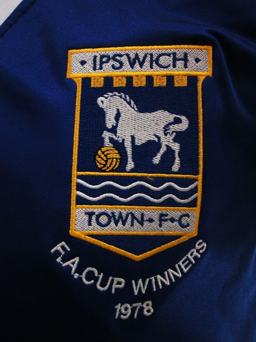IPSWICH TOWN FC - FA CUP FINAL 1978 - MATCH DAY FOOTBALL JERSEY CREST