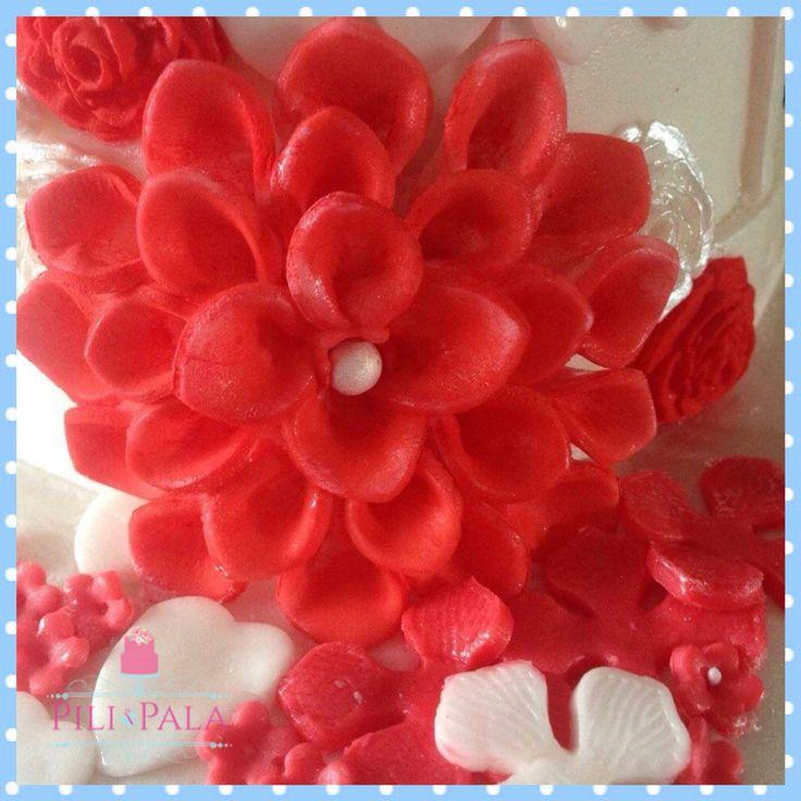 Coral dahlia for a wedding cake