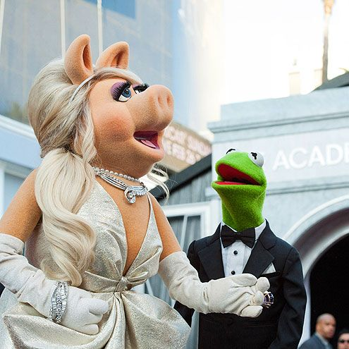 miss piggy and kermie at the oscars--love the muppets...