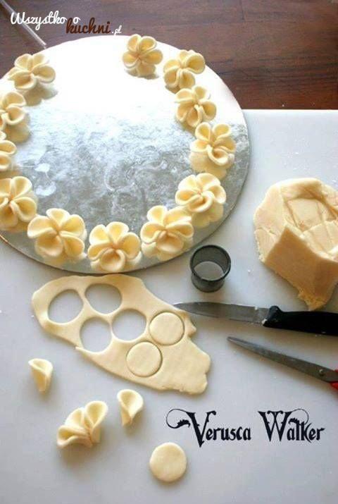 Piękna, kwicista dekoracja tortu - Pokazujemy krok po kroku jak ją zrobić...