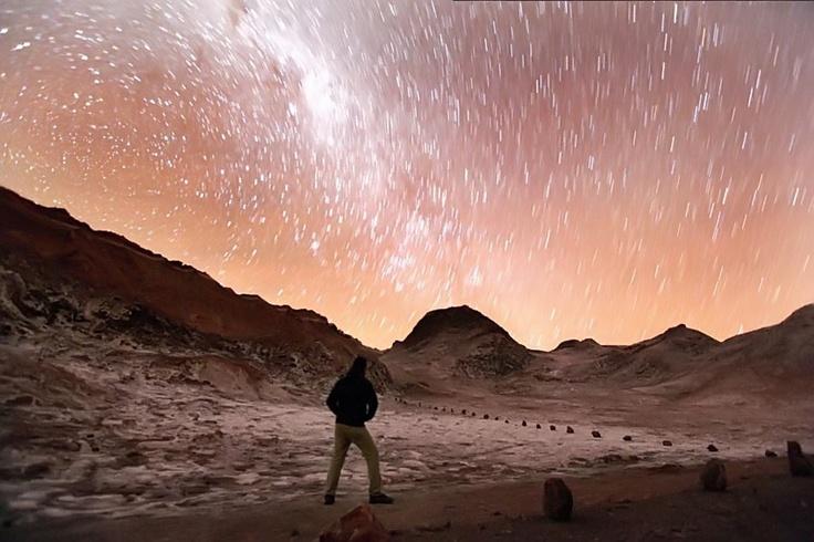 El Valle de la Luna  en San Pedro de Atacama  nos deleita con su espectáculo estelar.