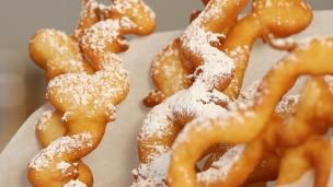 Take everyone's favorite fair food, funnel cake, and put a twist on it with these delicious Funnel Cake Fries!...