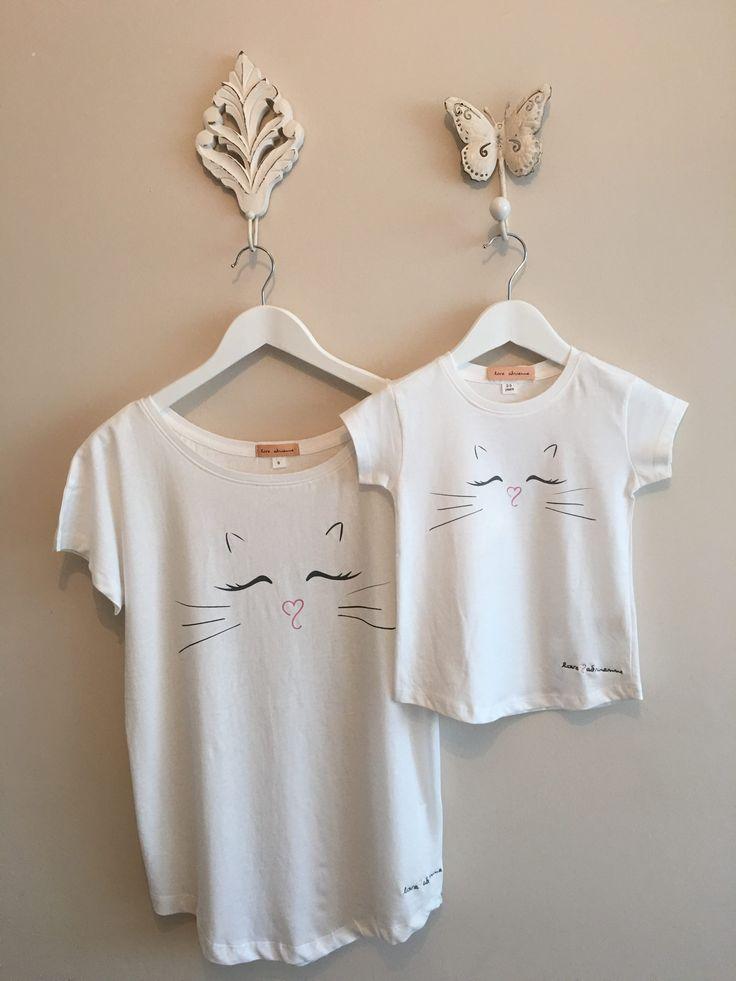 #Camiseta #minime by #loveadrienne. Estampado delantero gato. Para mujer y niña. Tejido algodón 100%