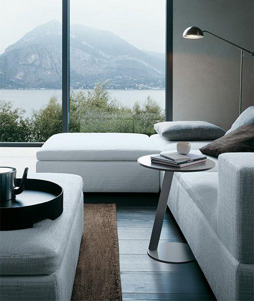 I tavolini Jesse. Abbinati al divano o agli altri mobili del salotto i tavolini, anche se piccoli, sono sempre fondamentali.
