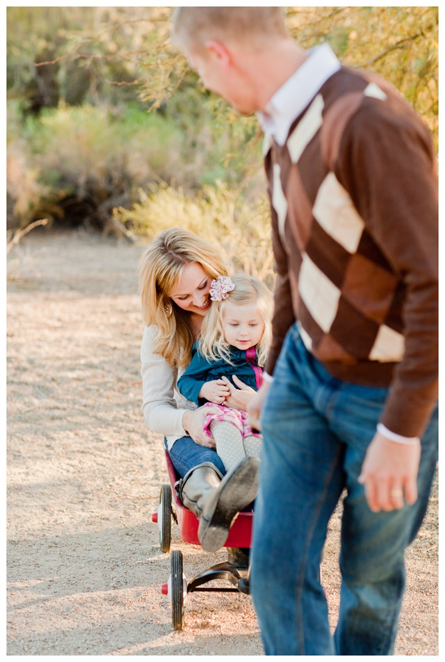 Family Pictures : elyse hall photography They look so happy, love it