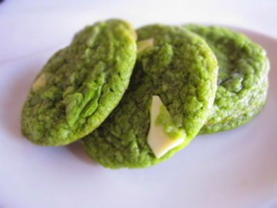 Matcha (Green Tea) white chocolate cookies, just like your favorite frapuccino at Starbucks!