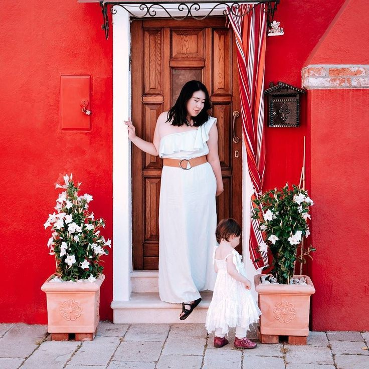 New on jakeanddannie.com (link in profile) we've just published a post about our adventures on the Appian Way with @babycantravel! . . We finally made it out to the islands in the Venice Lagoon. Of course this included the colorful island of Burano! We didn't wind up buying any of the island's famous lace (we've heard that whatever isn't insanely expensive is actually imported from China) but we did enjoy taking photos in front of all those beautiful houses. We visited twice - once in the…