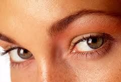 Do Eyelashes Grow Back? conditioning them nightly with a natural oil such as castor oil or olive oil. These oils provide the perfect natural eyelash growth environment with all the essential nutrients your eyelashes need to begin their healthy growth journey. Whats even more beneficial about these oils is that they are 100% natural and are affordable and widely available. Therefore you will always be able to access these natural oils whenever you need to condition your lashes.