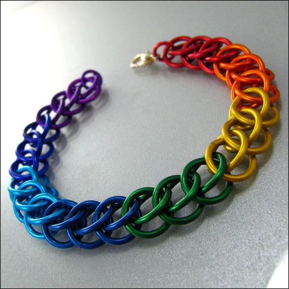 Hoi! Ik heb een geweldige listing gevonden op Etsy https://www.etsy.com/nl/listing/100003192/chainmaille-bracelet-rainbow-stripes