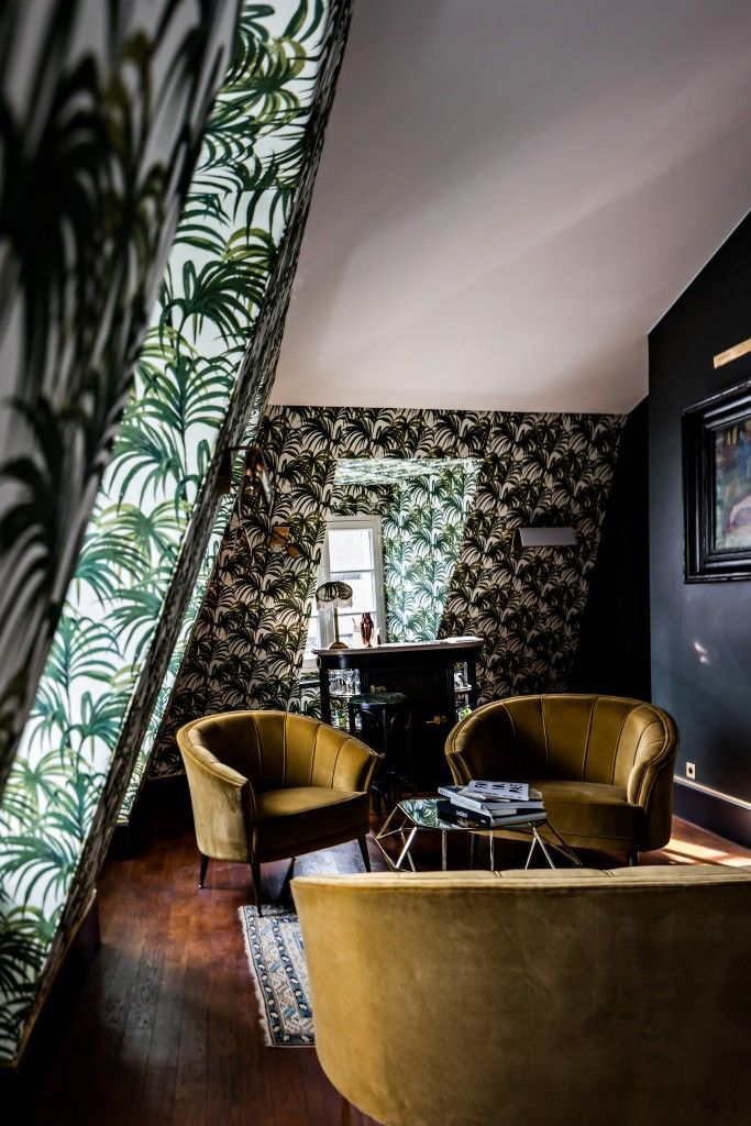 If I'd ever have the guts to decorate my house, let alone a single room, with rich colors, excessively bold patterns and sumptuous textures, I'd imagine it would look something very similar to Hôtel Providence in Paris' 10th arrondissement. With just 18 rooms and 3 suites, Pierre Moussié's