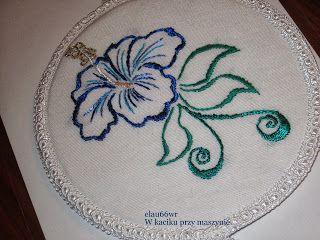 W kąciku przy maszynie: Pinkeep z kwiatem lilii