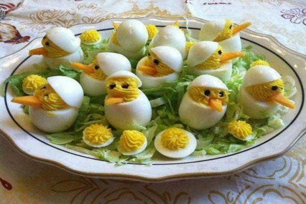 Sonkás töltött tojás recept nagyon jól mutat az ünnepi asztalon