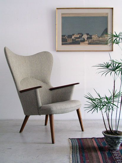 Mama Bear chair by Hans Wegner   A sophisticated chair for the living room.
