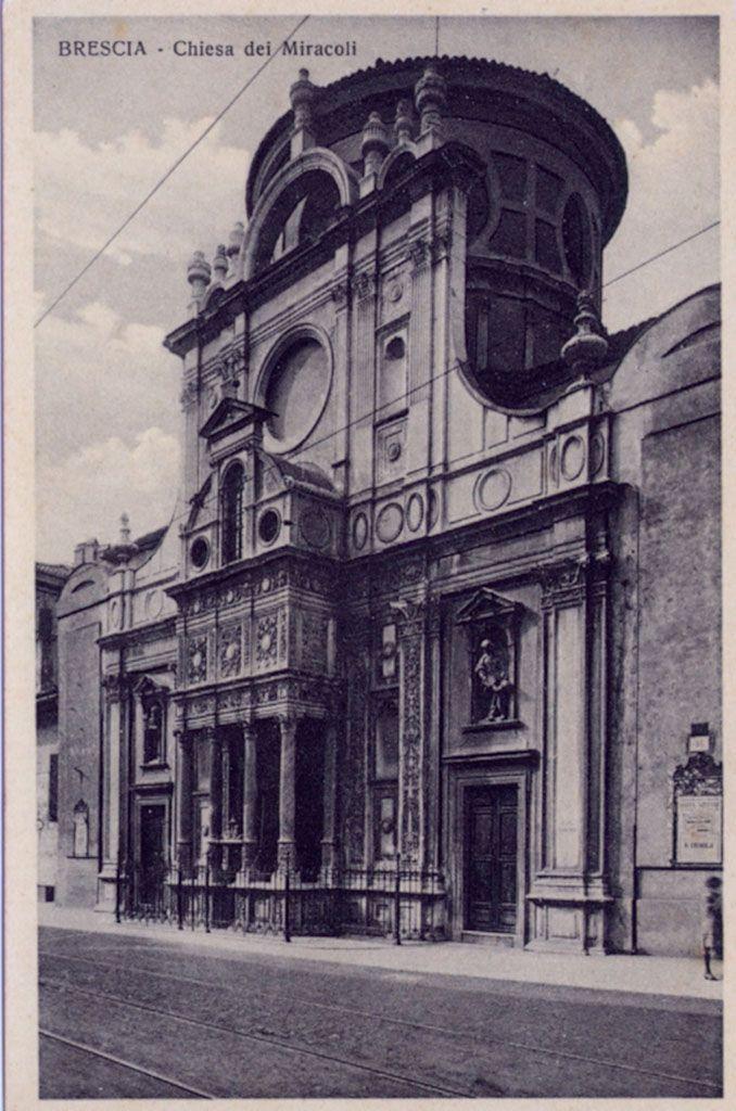 Titolo foto: Chiesa dei Miracoli; Autore foto: Apollonio F. & C.; Fonte: archivio personale di Ruggero Manara; Anno: anni 20; Cartolina non viaggiata. http://goo.gl/sLCX2b