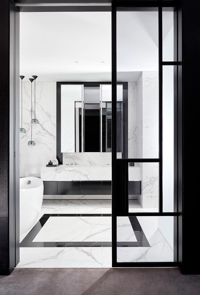 White marble bathroom. | Photo: Lucas Allen | Story: BELLE