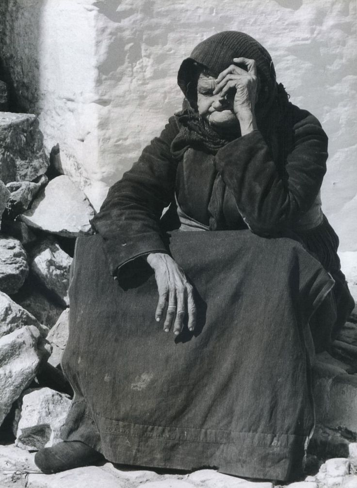 Wolfgang Suschitzky, Old Lady Skiathos, 1960